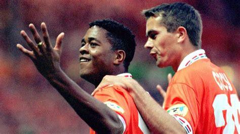 Via de reguliere ek kwalificatiereeks en via de nations league. Het EK van 1996: de laatste nederlaag tegen Engeland | NOS