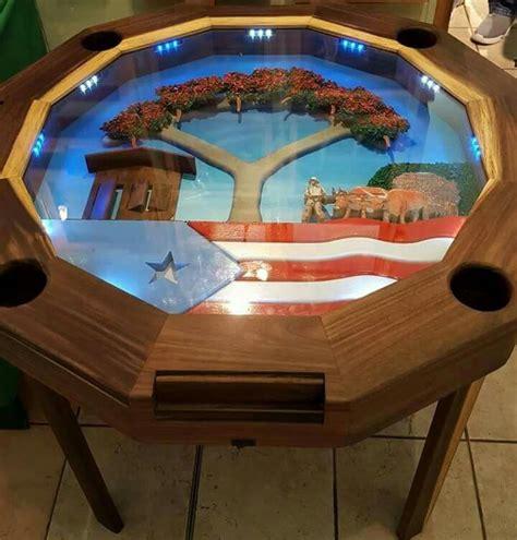 mesa de domino  en la plaza de las americas mi