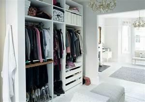 Begehbarer Kleiderschrank Weiß : begehbarer kleiderschrank planen 50 ankleidezimmer schick einrichten ~ Eleganceandgraceweddings.com Haus und Dekorationen