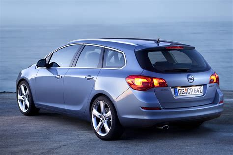 Opel Astra 1 4 by Opel Astra 1 4 2011 Auto Images And Specification