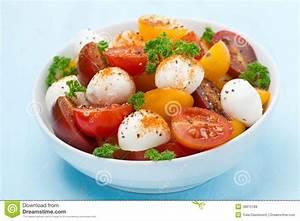 Bol A Salade : bol de salade avec du mozzarella tomates cerises image ~ Teatrodelosmanantiales.com Idées de Décoration