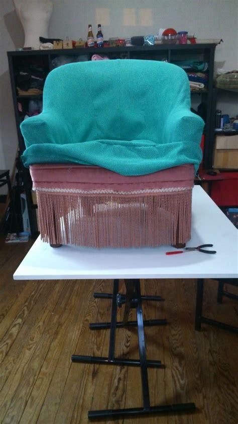 comment refaire un fauteuil comment recouvrir un voltaire medium with comment recouvrir un voltaire comment retapisser un
