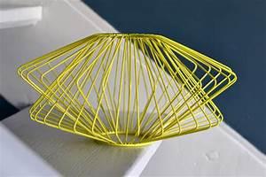Suspension Fil De Fer : past present suspension fil de fer jaune dans le style 50 ~ Teatrodelosmanantiales.com Idées de Décoration