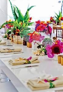 Deco Table Tropical : 15 unique ways to plan a tropical themed wedding brit co ~ Teatrodelosmanantiales.com Idées de Décoration