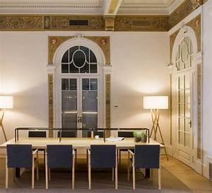 Lampadaire Interieur Design : lampadaire d 39 int rieur cala bois blanc h140cm marset luminaires nedgis ~ Teatrodelosmanantiales.com Idées de Décoration