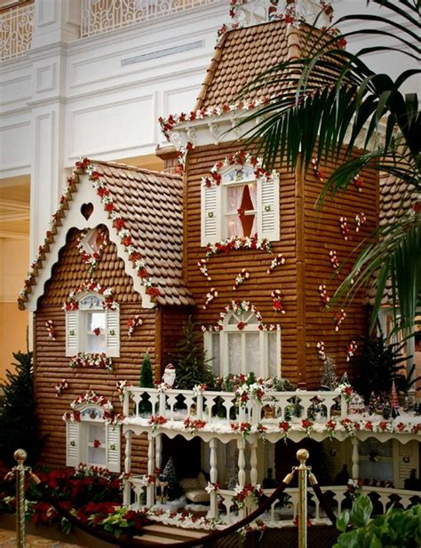 awesome gingerbread houses amazing traditional christmas gingerbread houses family holiday net guide to family holidays