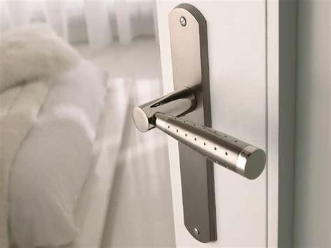 poignee de porte moderne des poign 233 es de portes design pour une d 233 co soign 233 e