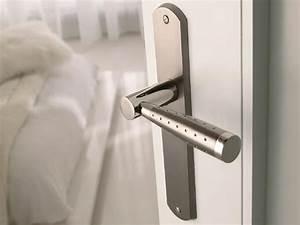 des poignees de portes design pour une deco soignee With poignee de porte moderne