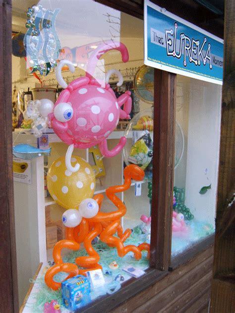 huff puff balloons sculpture