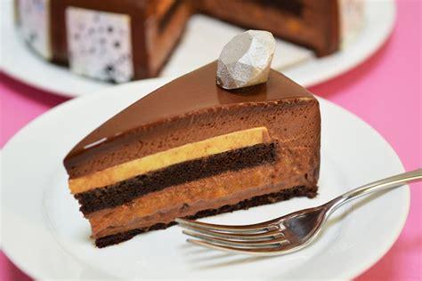 scrumptious desserts debut  disneyland resort