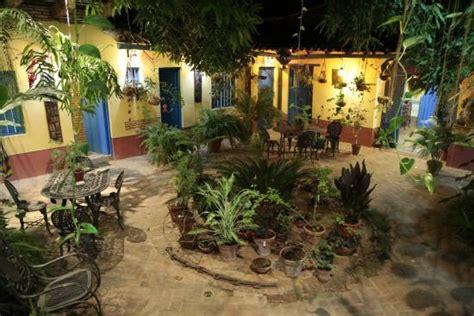 il meraviglioso patio con giardino tropicale picture of