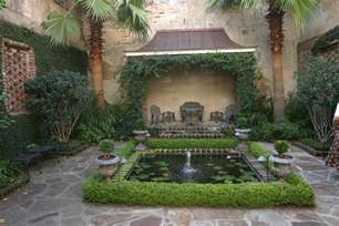 courtyard homes a curious gardener southern courtyard gardens