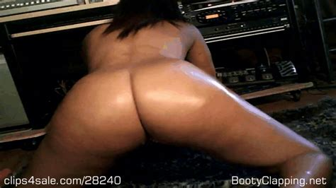A     BOOTY CLAPPING NAKED TWERKING       MOV Big