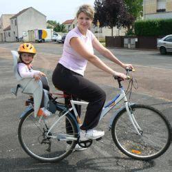siege bebe velo suspendu faire du vélo avec un bébé en sécurité