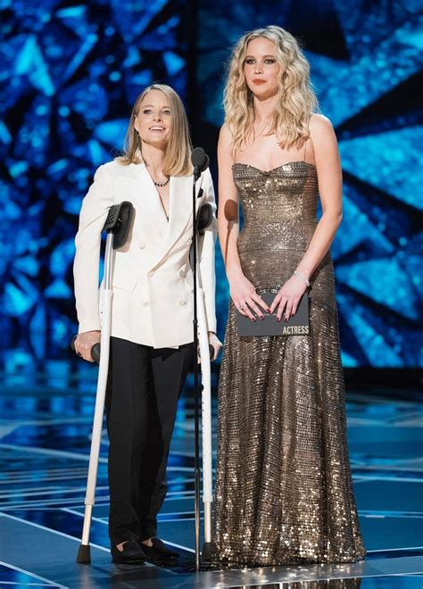 wasnt meryl jodie foster needed crutches