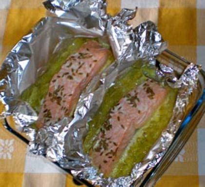 cuisiner pavé de saumon fondue de poireaux et saumon papillote cuisine