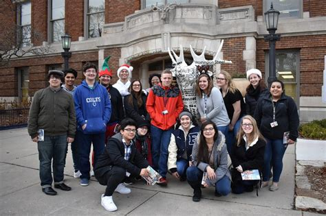 central students spread cheer throughout elkhart elkhart 286 | Shades of Blue 800x533