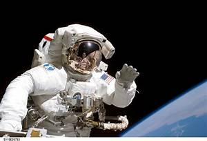 JSC Features - Spacewalks highlight STS-115