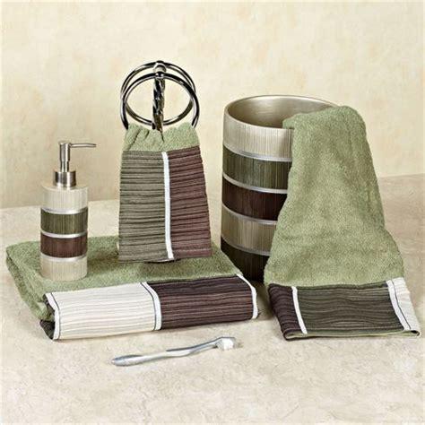 Modern Bathroom Rugs And Towels by Modern Line Bath Towel Set