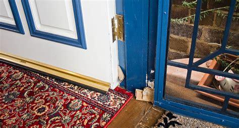 fix  pesky sagging door  homes  gardens