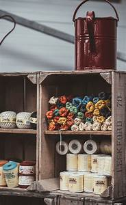L Art De La Caisse : rayonnage de magasin avec des caisses en bois l 39 art de ~ Carolinahurricanesstore.com Idées de Décoration