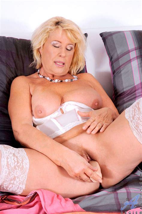 freshest mature women on the net featuring anilos regie anilos woman