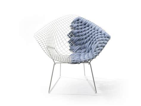 bertoia chaise the bertoia loom chair crosses a bertoia chair