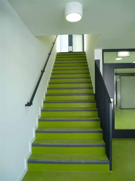 treppe zwischen zwei wänden treppen und treppenr 228 ume brandschutz flucht rettungswege baunetz wissen