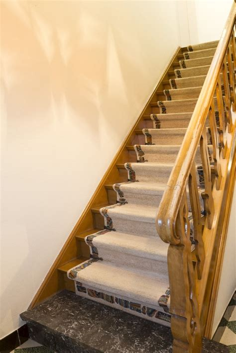 peindre un escalier en bois verni peindre un escalier colora be