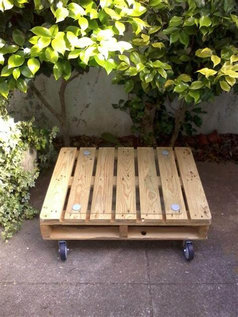 Adorable diy pallet coffee table: Outdoor Pallet Coffee Table
