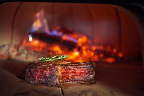 comment cuisiner une cote de boeuf au four comment cuire une côte de boeuf au feu de bois recette