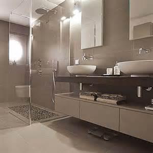 bad mit mosaik braun 2 badezimmer in braun mosaik badezimmer dekoo weie runde whirlpool im badezimmer mit braun mosaik