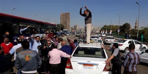 Angered Cairo Taxi Drivers To File Lawsuit Against Uber