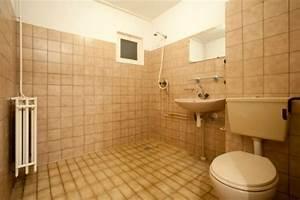 Kann Man Fliesen überstreichen : badezimmer neu gestalten von alt zu neu in 4 schritten ~ Markanthonyermac.com Haus und Dekorationen