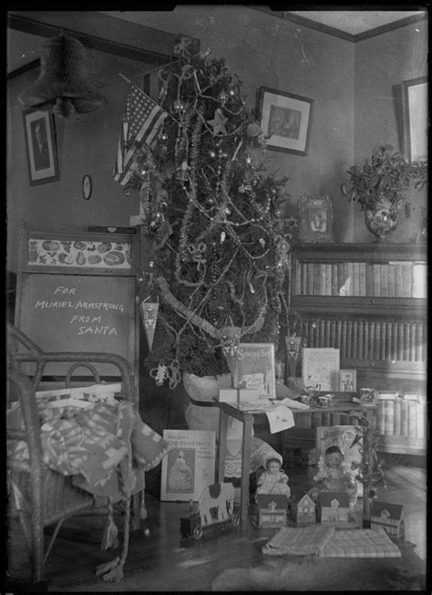 what did santa bring presents under the tree 100 years