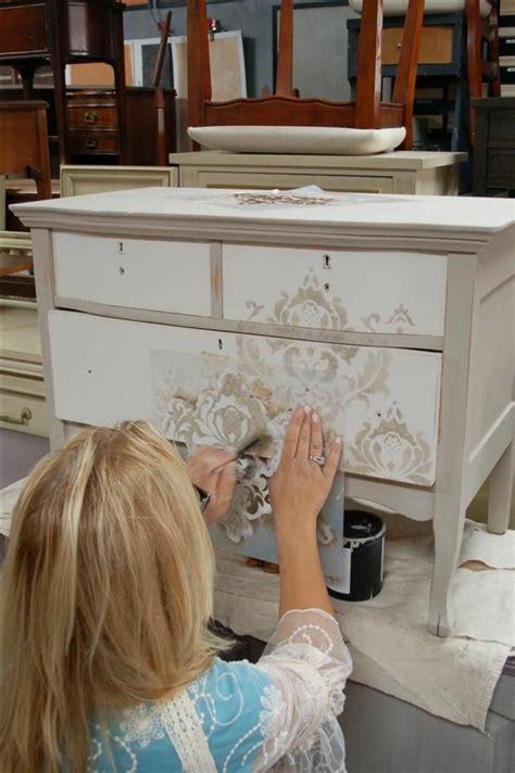 customiser un bureau en bois comment repeindre un meuble une nouvelle apparence