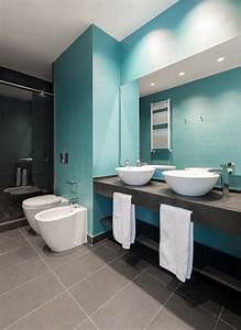 101 photos de salle de bains moderne qui vous inspireront for Salle de bain bleu et gris