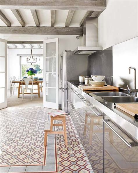 Tile Kitchen Countertops Ideas - travi in legno a vista per una casa con il soffitto che arreda