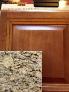 Maple Cognac kitchen cabinets / Santa Cecilia granite