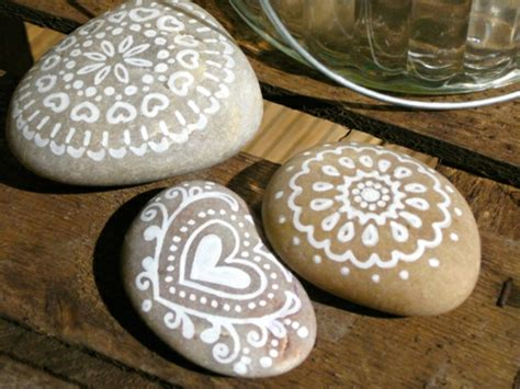 ideen fuer steine bemalen dekoration fuer zuhause