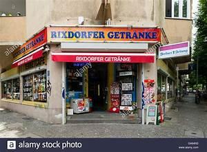 Typische Berliner Produkte : corner shop exterior stockfotos corner shop exterior bilder alamy ~ Markanthonyermac.com Haus und Dekorationen