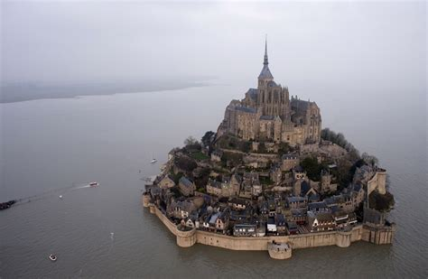 photos mont michel dazzling supertide transforms s mont michel into an island toronto