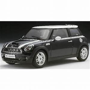 Mini Cooper Noir : bmw new mini cooper sr56 noir ou vert avec bandes blanches 1 18 sur la boutique toys shopping ~ Gottalentnigeria.com Avis de Voitures