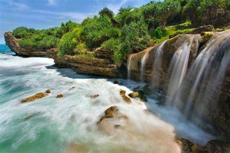 breathtaking reasons  indonesia   gods