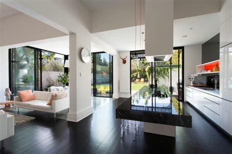 cuisine blanche ouverte sur salon maison de ville au design intérieur luxe à melbourne australie vivons maison