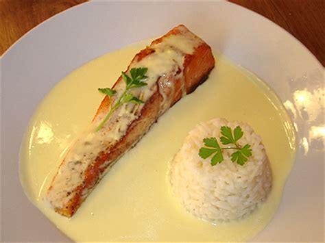 cuisiner un pavé de saumon recette sauce hollandaise pour poisson