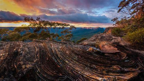 Mount Solitary - Bing Wallpaper Download