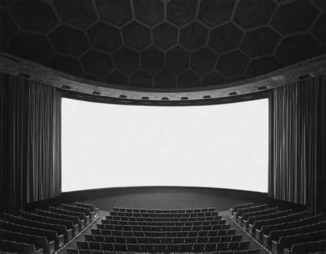 latmosphere incroyable des cinemas par hiroshi sugimoto