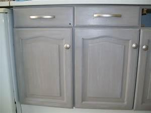 Repeindre Un Meuble En Bois Verni : peindre un vieux meuble ~ Dailycaller-alerts.com Idées de Décoration