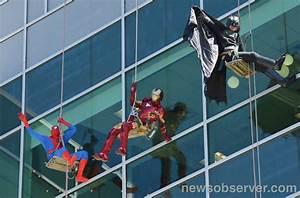 spider man batman et iron man lavent les vitres pour la With laveur de carreaux